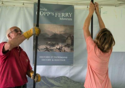 Jacques Valiquette and Gretchen Hatfield setting up museum booth (Photo Louise Abbott)