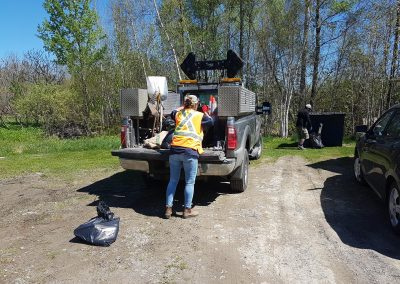 2 bénévoles et notre camion